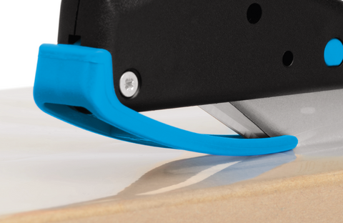 Whether cutting foam or film, the bendable plastic material-guide reliably stops material jamming in front of the blade. The same guide simultaneously protects your fingers from blade contact.